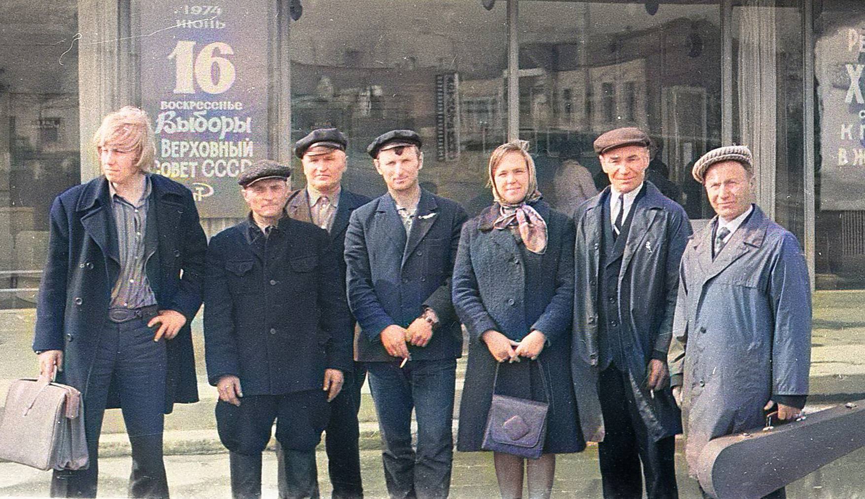 І.Дз. Назіна з народнымі музыкамі ў 1974 г.
